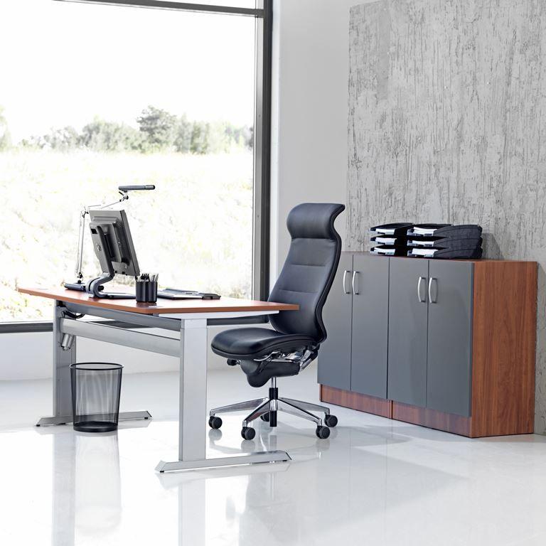 Flexus biuro baldų komplektas: stalas + 2 spintelės, kalvados laminatas