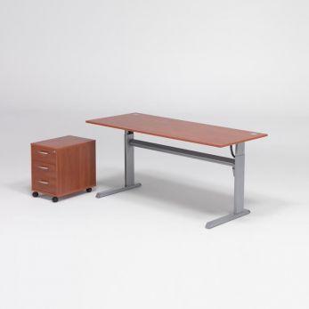 Komplektas: reguliuojamo aukščio stalas, 2 atviros spintelės su lentynomis